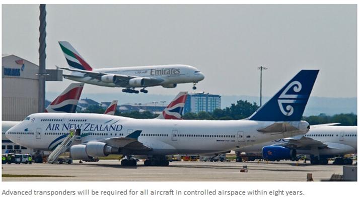 天维网6月17日报道,援引NZ Herald消息 经过几十年的修修补补后,新西兰空管部门终于决定推出全新的空中交通管理系统。   新的系统预计能缩短飞行时间,为航空工业节省近20亿纽币。与此同时,更多直线飞行线路意味着新航线上空噪音增加,降低噪音的希望只能寄托于更安静的飞机引擎。   周一晚上,新西兰交通部长Gerry Brownlee公布了《全国空域和空中航行方案》。方案透露,通过节省燃油、降低飞机运营成本和资本开支,未来20年航空业可以节省19.