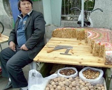 新疆人真的很可怕吗?切糕根本加不了水银!