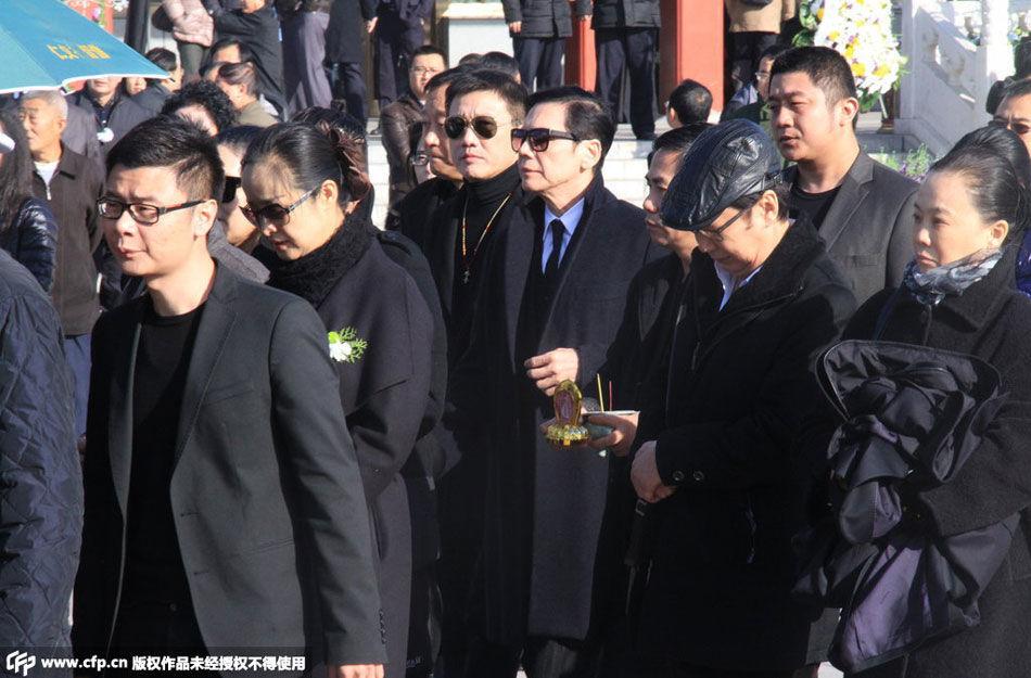 向华胜追悼会举行 向华强夫妇现身 高清组图图片