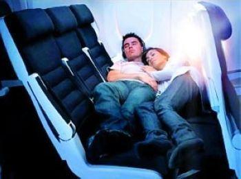 揭秘航空公司的省钱抠门原则:经济舱推出卧铺和站票