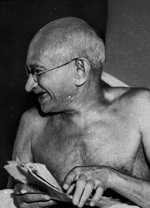 印度人很激动 卫星传回火星照片 惊现圣雄甘地头像