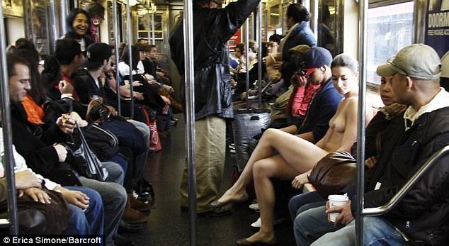分享图片法国美女摄影师一丝不挂