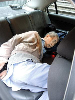瓣开下体_美国77岁华裔老翁当街露下体 猥亵10岁女童(组图)