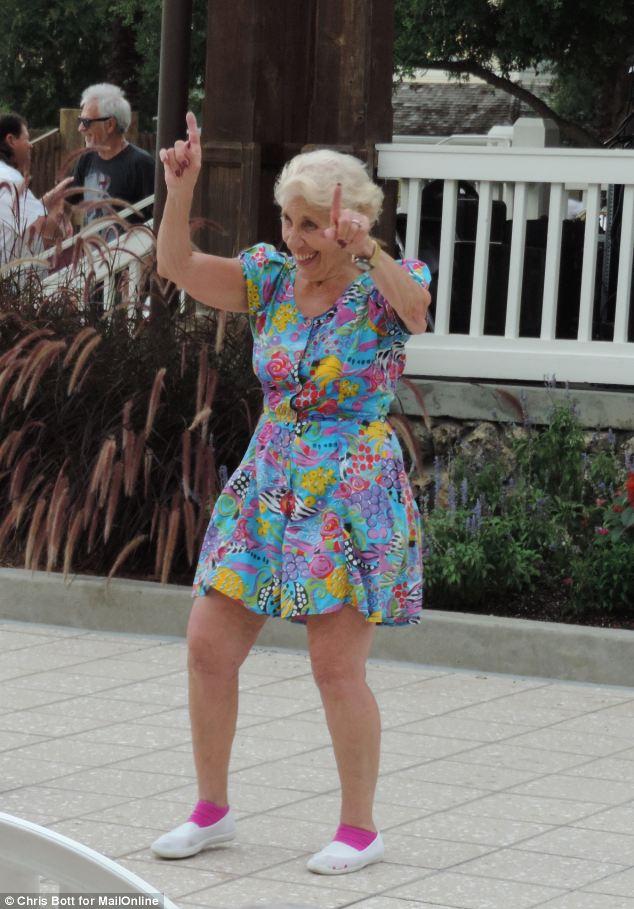 君社区性爱_佛罗里达一退休社区 成老年人性爱乐园(高清组图)