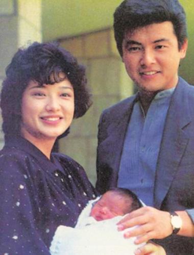 山口百惠与三浦友和爱子赴华宣传新片 父母力挺图片