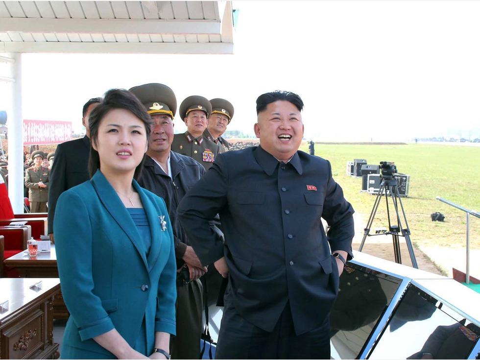 进入金正恩时代的朝鲜女性发型则变得时尚了许多