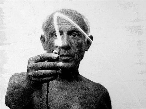 (1949年创作光绘作品的毕加索/life)